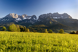 THEMENBILD - Sonnenaufgang im Frühling mit dem Bergpanorama des Wilden Kaisers, aufgenommen am 18. Mai 2017, Going, Österreich // Sunrise in spring with the mountain panorama of the Wilden Kaisers at Going, Austria on 2017/05/18. EXPA Pictures © 2017, PhotoCredit: EXPA/ Stefan Adelsberger