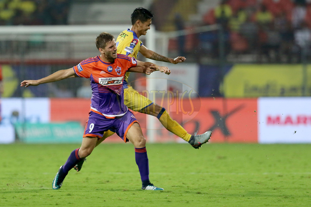 Emiliano Alfaro of FC Pune City and Siam Hanghal of Kerala Blasters FC in action during match 38 of the Hero Indian Super League between Kerala Blasters FC and FC Pune City  held at the Jawaharlal Nehru Stadium,Kochi India on the 4th January 2018<br /> <br /> Photo by: Vipin Pawar  / ISL / SPORTZPICS