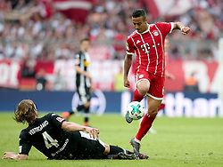 14.04.2018, Allianz Arena, Muenchen, GER, 1. FBL, FC Bayern Muenchen vs Borussia Moenchengladbach, 30. Runde, im Bild Jannik Vestergaard ( Borussia Moenchengladbach #4 ) Thiago Alcantara (FC Bayern Muenchen #6) // during the German Bundesliga 30th round match between FC Bayern Munich and Borussia Moenchengladbach at the Allianz Arena in Muenchen, Germany on 2018/04/14. EXPA Pictures © 2018, PhotoCredit: EXPA/ Eibner-Pressefoto/ Langer<br /> <br /> *****ATTENTION - OUT of GER*****