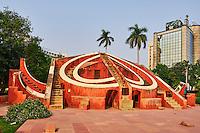 Inde, New Delhi, Jantar Mantar, observatoire astronomique construit par le Maharaja Sawai Jai Singh II au début du XVIIIe siècle // India, Delhi, New Delhi, Jantar Mantar, Astronomical Observatory