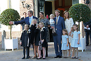 Doop Willem Jan ( 01-07-2013), zoon van Prins Floris en Prinses Aimee oppaleis het Loo<br /> <br /> Christening of Willem Jan ( 01-07-2013), son of Prince Floris and Princess Aimee on palace het Loo<br /> <br /> Op de foto / On the photo: Prins Floris en Prinses Aimee, met dochters Magali en Eliane en hun zoon Willem Jan met Koning Willem-Alexander en Koningin Maxima en Prinses Amalia en Prinses Alexia en Prinses Ariane<br /> <br /> Prince Floris and Princess Aimee, with daughters Magali and Eliane and their son Willem Jan with King Willem-Alexander and Princess Maxima and Queen Amalia and Princess Alexia and Princess Ariane