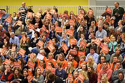 29-12-2015 NED: Nederland - Belgie, Almelo<br /> Op het 25 jaar Topvolleybal Almelo spelen Nederland en Belgie een oefen interland ter voorbereiding op het OKT dat maandag in Ankara begint / Oranje publiek bedankt DELA