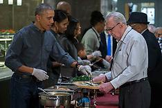 Washinton: US President Barack Obama serves dinner at the Armed Forces Retirement Home, 23 Nov. 2016