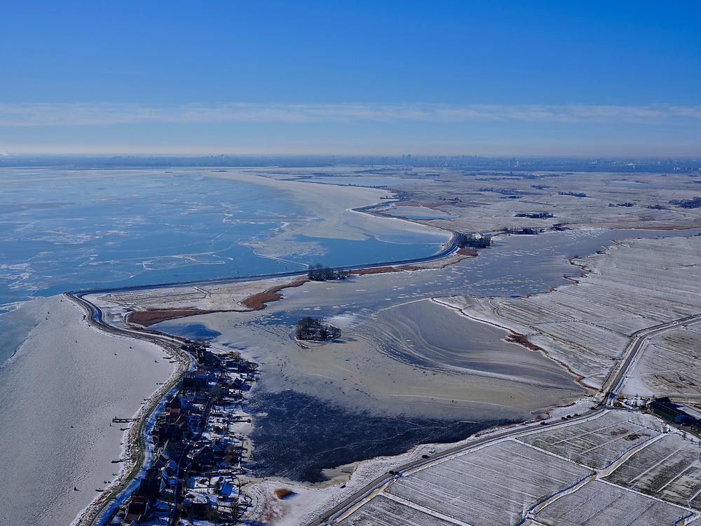 Nederland, Noord-Holland, Gemeente Waterland, 13-02-2021; winterlandschap, Uitdam aan de Zeedijk / Uitdammerdijk, IJsselmeer (links) en Uitdammer Die.<br /> Winter landscape, Uitdam on the Zeedijk / Uitdammerdijk, IJsselmeer (left) and Uitdammer Die.<br /> <br /> luchtfoto (toeslag op standaard tarieven);<br /> aerial photo (additional fee required)<br /> copyright © 2021 foto/photo Siebe Swart