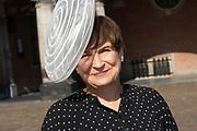 Vertrek van Politici voorafgaand het voorlezen van de troonrede in de Grote Kerk aan leden van de Eerste en Tweede Kamer vanaf het Binnenhof.<br /> <br /> Op de foto:   Lilianne Ploumen