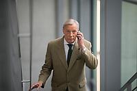 DEU, Deutschland, Germany, Berlin, 27.09.2017: Armin Paul Hampel (MdB, AfD) auf dem Weg zur Fraktionssitzung der AfD-Bundestagsfraktion im Deutschen Bundestag.