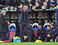 Football - 2018 / 2019 Premier League - Crystal Palace vs. Arsenal<br /> <br /> Arsenal Manager, Unai Emery urges his players on, at Selhurst Park.<br /> <br /> COLORSPORT/ANDREW COWIE