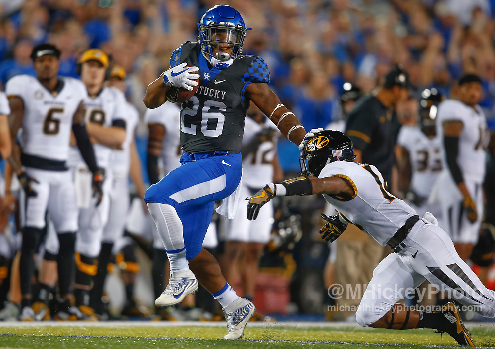 LEXINGTON, KY - OCTOBER 07: Benny Snell Jr. #26 of the Kentucky Wildcats runs the ball during the game against the Missouri Tigers at Commonwealth Stadium on October 7, 2017 in Lexington, Kentucky. (Photo by Michael Hickey/Getty Images) *** Local Caption *** Benny Snell Jr.