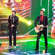 NLD/Hilversum /20131213 - Halve finale The Voice of Holland 2013, optreden Nick & Simon, Nick Schilder en Simon Keizer