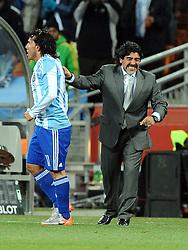 27.06.2010, Soccer City Stadium, Johannesburg, RSA, FIFA WM 2010, Argentina (ARG) vs Mexico (MEX), im Bild L'esultanza di Carlos Tevez (Argentina) per il gol del 3-0  con Diego Maradona.Carlos Tevez 's celebration for his 3-0 leading goal scored for Argentina with Diego Maradona.. EXPA Pictures © 2010, PhotoCredit: EXPA/ InsideFoto/ Giorgio Perottino +++ for AUT and SLO only +++ / SPORTIDA PHOTO AGENCY