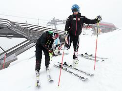 06.10.2015, Moelltaler Gletscher, Flattach, AUT, OeSV Medientag, im Bild Servicemann, Matthias Mayer (AUT) // Austrian Skiracer Matthias Mayer and his Serv iceman during the media day of Austria Ski Federation OSV at Moelltaler glacier in Flattach, Austria on 2015 10/05. EXPA Pictures © 2014, PhotoCredit: EXPA/ Johann Groder