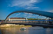 """Kładka  """"Bernatka"""" łącząca Kazimierz z Podgórzem, Kraków, Polska<br /> Footbridge """"Bernatka"""", a link between Kazimierz and Podgórze, Cracow, Poland"""