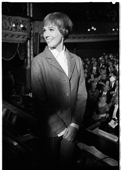 Julie Andrews filming 'Darling Lilli' at the Gaiety Theatre, Dublin. The film is set during World War 1 and also stars Rock Hudson. .25.06.1968