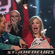 NLD/Aalsmeer/20120323 - Finale The Voice Kids 2012, winnares Fabienne Bergmans met coach Angela Groothuizen