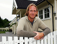 TORGEIR BJARMANN TIDLIGERE FOTBALLSPILLER I LILLESTRØM<br /> HJEMME PRIVAT I RÆLINGEN 22. JUNI 2004<br /> FOTOGRAF KURT PEDERSEN DIGITALSPORT