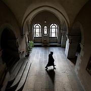 A monk walks through the cell building 09-01-16<br /> Un moine traverse le bâtiment des cellules 09-01-16