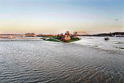 Nederland, Nijmegen, 8-1-2018Het waterpeil van de rivier de Waal stijgt. De Nevengeul, aangelegd om het water beter langs Nijmegen af te voeren, is helemaal volgelopen en vormt nu een geheel met de Waal. Veur Lent is nu echt een eiland. Door de geul blijft het water hier volgens berekeningen 30 cm. lager als voorheen. Het peil zal stijgen naar 14,64 meter bij Lobith en is dan twee meter minder als de 16,68 in 1995.Foto: Flip Franssen