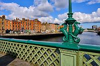 République d'Irlande, Dublin, les quais du fleuve Liffey, Grattan Bridge// Republic of Ireland; Dublin, Grattan Bridge, Seahorse lamp standards detail