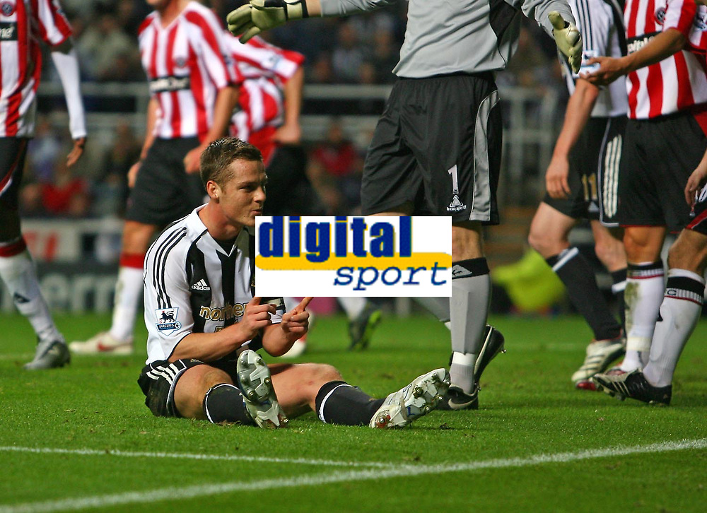 Photo: Andrew Unwin.<br /> Newcastle United v Sheffield United. The Barclays Premiership. 04/11/2006.<br /> Newcastle's Scott Parker claims he didn't miss the goal by much.