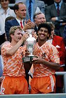 Fotball<br /> EM 1988<br /> Foto: Witters/Digitalsport<br /> NORWAY ONLY<br /> <br /> Andrie VAN TIGGELEN - Frank RIJKAARD   <br /> Nederland v Russland 2-0