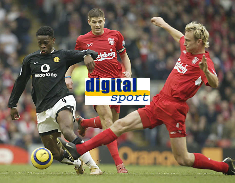 Fotball<br /> England 2004/22005<br /> Foto: SBI/Digitalsport<br /> NORWAY ONLY<br /> <br /> Liverpool v Manchester United<br /> FA Barclays Premiership.<br /> 15/01/2005.<br /> Liverpool's Sami Hypia and United's Louis Saha