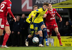 Jesper Lindstrøm (Brøndby IF) følges af Lasse Fosgaard (Lyngby BK) under kampen i 3F Superligaen mellem Brøndby IF og Lyngby Boldklub den 1. marts 2020 på Brøndby Stadion (Foto: Claus Birch).