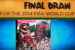 Homenagem a Nelson Mandela durante a cerimônia do sorteio dos grupos da Copa do Mundo de 2014, na Costa do Sauípe, Bahia. FOTO: Jefferson Bernardes/ Agência Preview