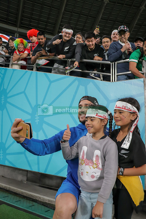 """November 1, 2019, TóQuio, Japão: TÃ""""QUIO, TO - 01.11.2019: RUGBY WORLD CUP 2019 ALL BLACKS X WALES - TJ PERENARA taking selfie with fans. Match valid for the Rugby World Cup 2019 bronze medal match between All Blacks (New Zealand) and Wales (Wales) held at TOKYO STADIUM in Tokyo, JPN  (Credit Image: © Bruno Ruas/Fotoarena via ZUMA Press)"""