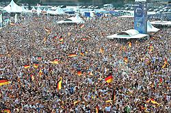 03.07.2010, Hyundai Fan Park, Hamburg, GER, FIFA Worldcup, Puplic Viewing Deutschland vs Argentinien  im Bild Fans mit Deutschland-Outfit beim Zuschauen vor der Tribuene jubeln ueber das 1-0 fuer Deuschland.Foto ©  nph /  Witke
