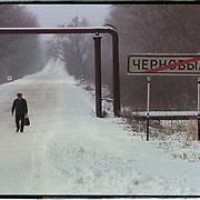 05-03-1996-Oekraine, Tsjernobyl. 10 jaar na de ramp met de kerncentrale, een werknemer keert terug van de centrale.<br />Foto: Sake Elzinga/Hollandse Hoogte