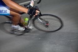 05.06.2011, Großglockner Hochalpenstrasse, Fusch, AUT, GLOCKNERKOENIG 2011, im Bild Teilansicht eines Rennradfahrers Mitzieher, Wischer, Feature Radfahren während des Glocknerkönigs 2011, bei dem über 3500 Radfahrer die Hochalpenstrasse bezwangen, EXPA Pictures © 2011, PhotoCredit: EXPA/ J. Feichter