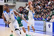 DESCRIZIONE : Eurocup 2014/15 Last32 Dinamo Banco di Sardegna Sassari -  Banvit Bandirma<br /> GIOCATORE : David Logan<br /> CATEGORIA : Passaggio<br /> SQUADRA : Dinamo Banco di Sardegna Sassari<br /> EVENTO : Eurocup 2014/2015<br /> GARA : Dinamo Banco di Sardegna Sassari - Banvit Bandirma<br /> DATA : 11/02/2015<br /> SPORT : Pallacanestro <br /> AUTORE : Agenzia Ciamillo-Castoria / Luigi Canu<br /> Galleria : Eurocup 2014/2015<br /> Fotonotizia : Eurocup 2014/15 Last32 Dinamo Banco di Sardegna Sassari -  Banvit Bandirma<br /> Predefinita :