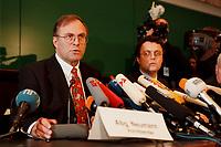 20 JAN 2000, BERLIN/GERMANY:<br /> Volker Neumann, MdB, SPD, Vorsitzender Parl. Untersuchungsausschuss zur Aufklärung der Parteispendenaffäre, Hans-Peter Friedrich, MdB, CSU, Stellv. Vorsitzender, während einer Pressekonferenz zur Sitzung des Ausschusses, DeutscherBundestag, Reichstag<br /> IMAGE: 20000120-02/01-34<br /> KEYWORDS: Ausschuss, Ausschuß