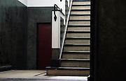 Nederland, Radio Kootwijk, 7-10-2009Trap in de hal van het voormalig zendergebouw, radiostation. De bouw begon in augustus 1920. Afgebouwd in 1922. Architekt Jules Luthmann, architectuur van de Amsterdamse school. Foto: Flip Franssen/Hollandse Hoogte