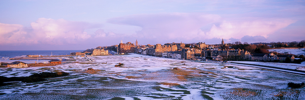 Panoramic Time Lapse Feature on St.Andrews,Old Course,St Andrews,Fife,Scotland. Picture 6,March, 2006 <br /> 17th - par 4 'Road Hole'. The sun sets over a snow landscape as the Old Course prepares herself for another year of visiting<br /> golfers.