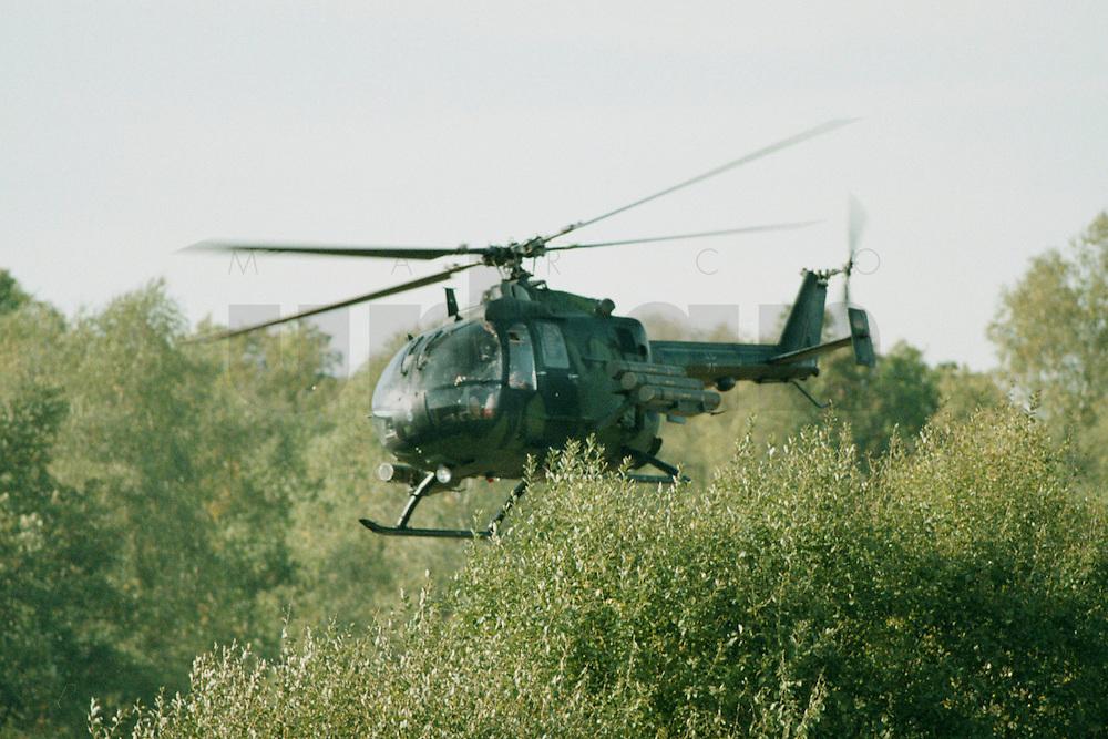 10.09.1995, Germany/Munster:<br /> BO-105 P, Panzerabwehrhubschrauber 1 der Bundeswehr, Verwendung im Heer, Lehrvorführung der Panzertruppenschule Munster<br /> Image: 19951009-01/06-21<br />  <br />  <br />  <br /> KEYWORDS: Hubschrauber, Waffe, helicopter, wappon,