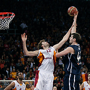 Galatasaray's Luksa ANDRIC (C) and Anadolu Efes's Stanko BARAC (2ndR) during their BEKO Basketball League derby match Galatasaray between Anadolu Efes at the Abdi Ipekci Arena in Istanbul at Turkey on Sunday, November 13 2011. Photo by TURKPIX