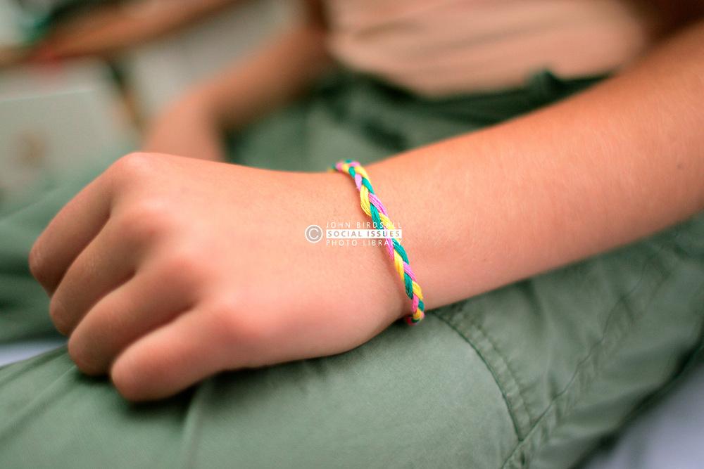 10 year old girl with friendship bracelet UK