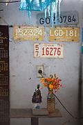 Nepomuceno_MG, 24 de Abril de 2007...Detalhe da imagem de Nossa Senhora Aparecida em uma borracharia...A image detail of lady Aparecida in the repair shop...Foto: LEO DRUMOND / NITRO
