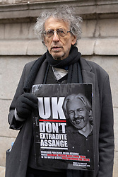 © Licensed to London News Pictures. 04/01/2021. London, UK. PIERS CORBYN attends the JULIAN ASSANGE court case to extradite him to the United States to face espionage charges for publishing US military documents. Photo credit: Ray Tang/LNP
