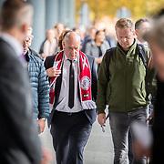 NLD/Amsterdam/20171014 - Besloten erdenkingsdienst overleden burgemeester Eberhard van der Laan, ajax fan vertegenwoordigers