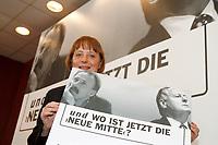 """07.01.1999, Deutschland/Bonn:<br /> Angela Merkel, CDU Generalsekretärin, mit einem Plakat """" und wo ist jetzt die neue Mitte?"""", nach einer Pressekonferenz, Konrad-Adenauer-Haus, Bonn<br /> IMAGE: 19990107-01/01-36<br /> KEYWORDS: Plakat, bill, Werbung, promotion"""