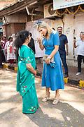 Zijne Majesteit Koning Willem-Alexander en Hare Majesteit Koningin Máxima brengen op uitnodiging van president Ram Nath Kovind een staatsbezoek aan de Republiek India.<br /> <br /> His Majesty King Willem-Alexander and Her Majesty Queen Máxima on a state visit to the Republic of India at the invitation of President Ram Nath Kovind.<br /> <br /> Op de foto / On the photo: Bezoek aan Tiny Miracles<br /> in Gol Maidan een organisatie die zich richt op het creeren van duurzame werkgelegenheid en het verlenen van sociale dienstverlening aan de medewerkers. /// Visit to Tiny Miracles in Gol Maidan an organization that focuses on creating sustainable employment and providing social services to employees.