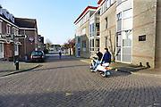 Nederland, Lobith, 1-4-2014Sfeerbeeld van dit dorp aan de Rijn. Het is er leeg en stil en heeft maar weinig winkels.Op het dorpsplein is een EMTE supermarkt en een muziekkiosk waar de jeugd elkaar treft.De jongens hebben ingestemd met publicatie, maar willen niet als hangjongeren bestempeld worden...Foto: Flip Franssen/Hollandse Hoogte