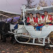 NLD/Kaatsheuvel/20161116 - Clip opname van de Toppers in de Efteling , de Toppers, Jeroen van der Boom, Rene Froger, Gerard Joling in een arreslee
