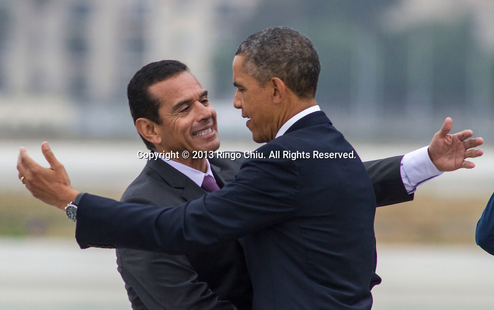 President Barack Obama is greeted by Los Angeles City Mayor Antonio Villaraigosa after he arriving on Air Force One at Los Angeles International Airport in Los Angeles, Friday, June 7, 2013, to attend a fundraising event before meeting with the Chinese President Xi Jinping for two days of talks on high-stakes issues, including cybersecurity and North Korea's nuclear threats. (Photo by Ringo Chiu/PHOTOFORMULA.com)