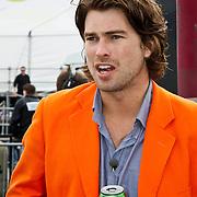 NLD/Amsterdam/20100430 - Radio 538 Koniginnedag Concert 2010, Rick Brandsteder met blikje bier
