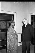 11/09/1962<br /> 09/11/1962<br /> 11 September 1962<br /> Dr. Franklin of Nigeria meets President Eamon de Valera at Aras an Uachtarain, Phoenix Park, Dublin.