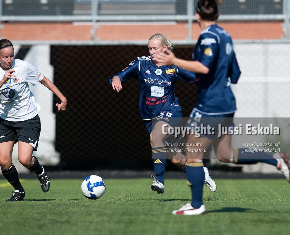 Tanja Petäjä. PK-35 - Åland United. Naisten Liiga. Vantaa 27.8.2011. Photo: Jussi Eskola