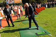 KONINGINNEDAG 2009 in Apeldoorn / Queensday 2009 in the city of Apeldoorn.<br /> <br /> Op de foto / On the Photo:<br />  Mr. Pieter van Vollenhoven , prince Friso en prince Willem-Alexander playing Golf